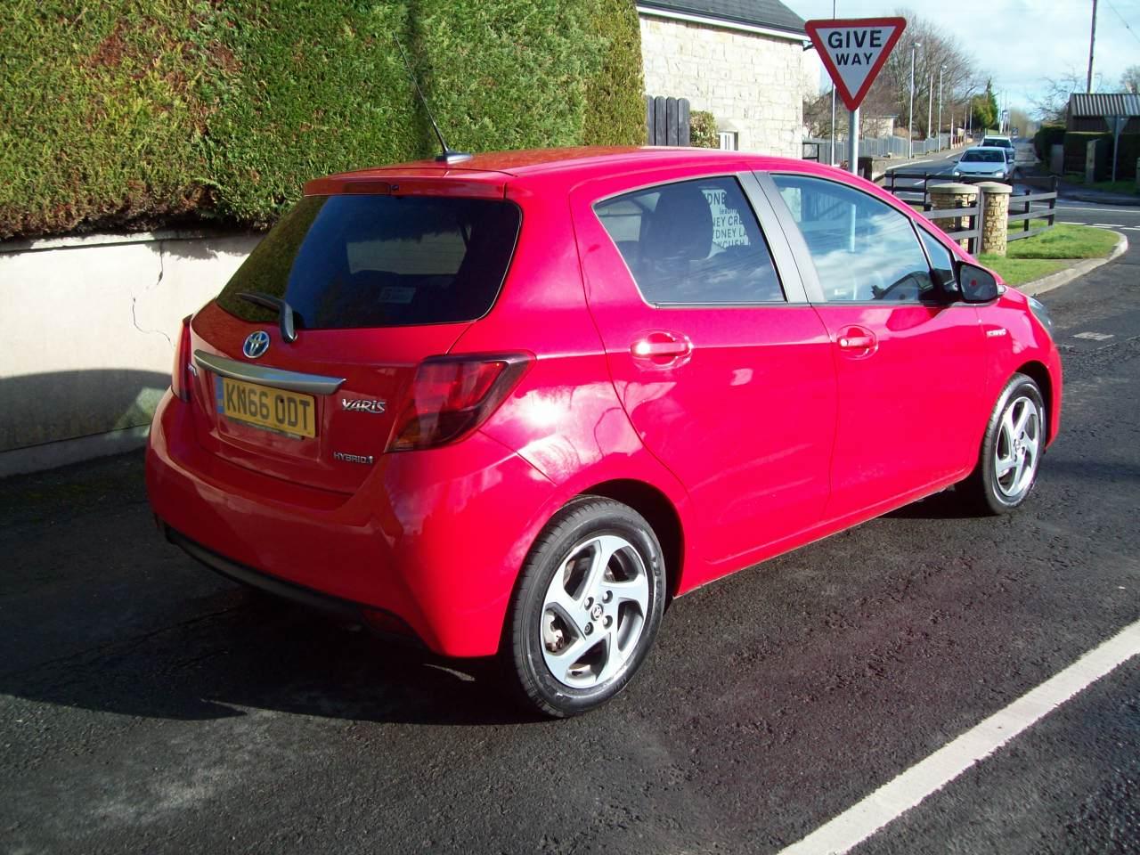 Toyota YARIS ICON HYBRID VVT-I CVT