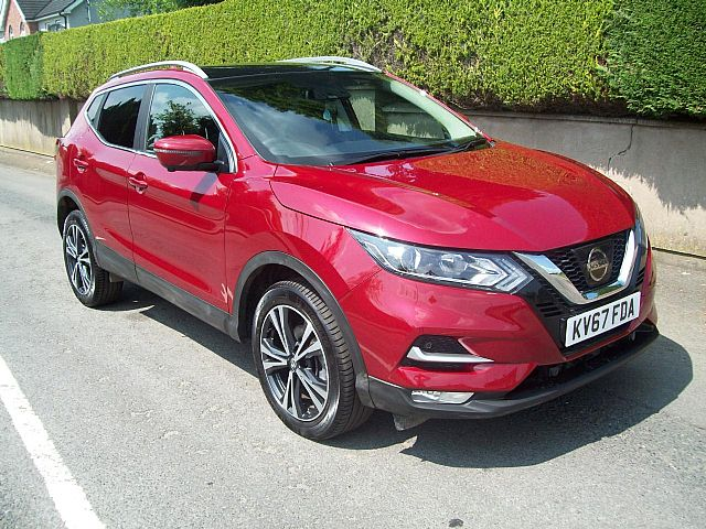 Nissan Qashqai 1.5 DCI N-Connecta Glass Roof Pack